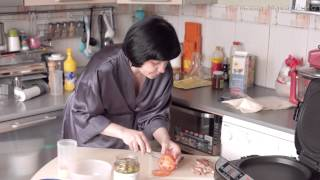 Смотреть онлайн Горячие сэндвичи из лаваша с курицей на гриле