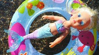 Baby Born Little Sister Mermaid. Vauvanuket Ja Lelut. Merenneitonukke Ui Meressä.
