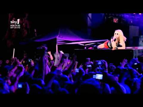 Madonna - She's Not Me (Sticky & Sweet Tour in Buenos Aires)