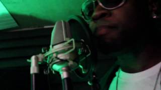 Usher ft. Pitbull - DJ Got Us Falling In Love Again (AHMIR Cover) Music Video