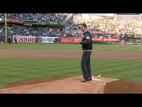 ALCS Gm4: O'Neill throws the first pitch in the Bronx