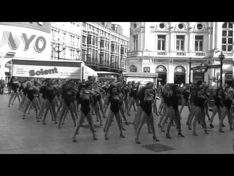Beyonce 100 Single Ladies Flash-Dance Piccadilly Circus