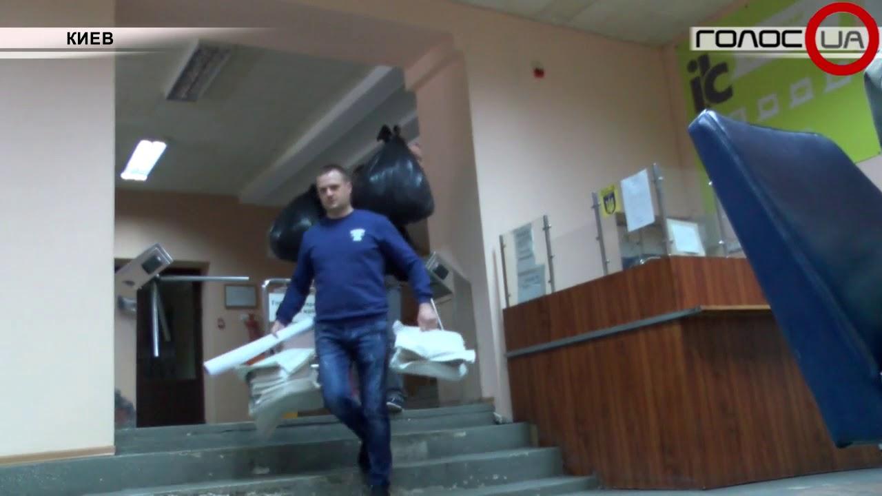 Накануне Дня Победы СБУ ворвалась в офис Компартии Украины