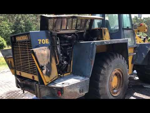 Wideo1: Skutki pożaru koparko-ładowarki. Maszyna zapaliła się podczas jazdy na ul. Osieckiej w Lesznie