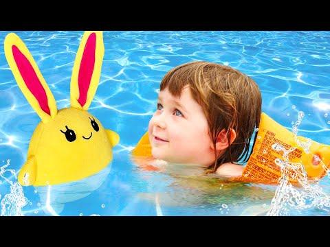 Бьянка и Лаки в бассейне. Игры с детьми с Машей Капуки. Привет, Бьянка!