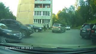 Капитан МВД избил 55-летнюю женщину и ее сына за неправильную парковку в Железногорске