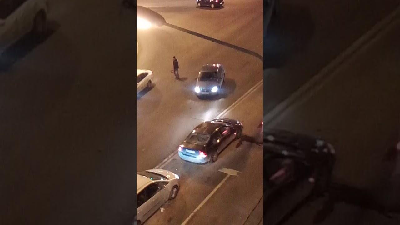 ДТП обернувшееся стрельбой и тремя ранеными в Санкт-Петербурге