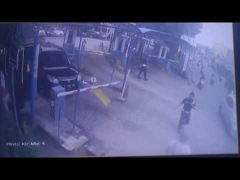 Pencurian mobil mall pondok gede terekam kamera CCTV