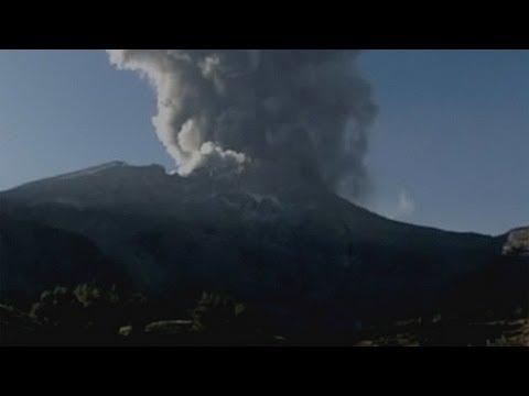 Peru's Ubinas volcano erupts