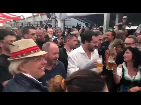 Salvini auf der Spatzen-Bühne