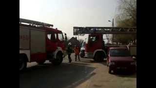 preview picture of video 'OSP Moszczenica GBA Renault Midlum 349[E]60 wyciąganie drabiny'