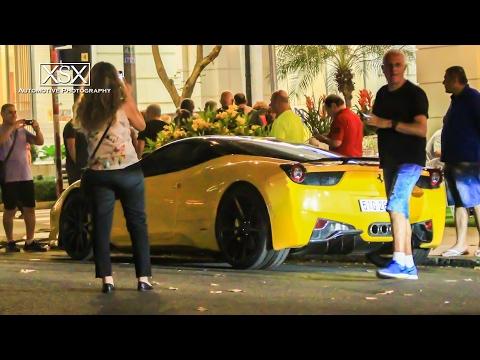 """Du khách nước ngoài """"xăm xoi"""" siêu ngựa Ferrari hàng thửa trên phố Sài Gòn"""