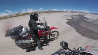 preview picture of video 'Honda tornado xr 250 llendo de Uyuni a Tupiza - Bolivia'