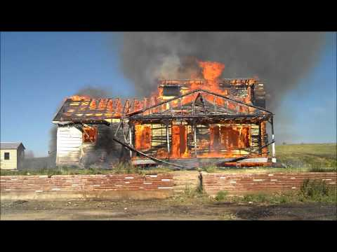 Watch a House Fire Burn Down in less than 2 Minutes. Fire Fighter Training. Time Lapse