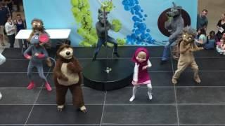 Máša a medveď 9