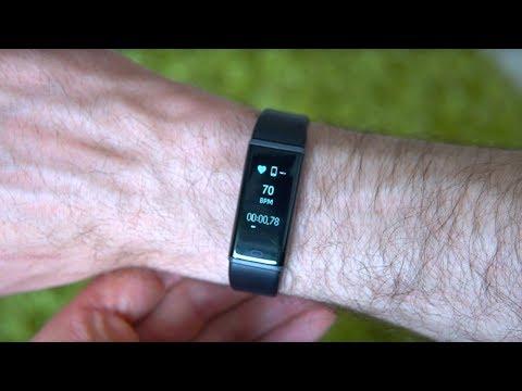 Martin Fuchs zeigt newgen medicals Pulsmesser, Fitness Tracker, Pulsuhr (September 2018)