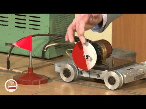 Взаимодействие тележек. Один мотор. - демонстрация в инженерно физическим институте