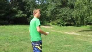 jak rzucać dyskiem frisbee?