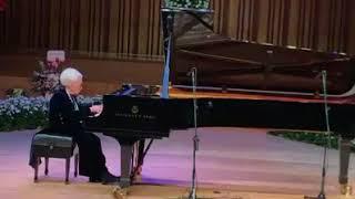 100-yr-old pianist plays Mazurka by Chopin
