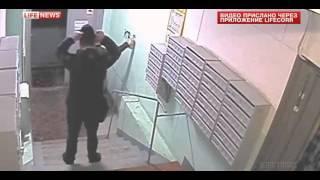 Коллекторы разрисовали подъезд жилого дома в Москве оскорблениями