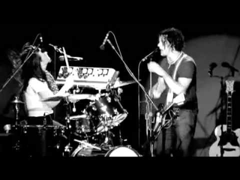 The White Stripes - Under Nova Scotian Lights - 16 Fell In Love With A Girl