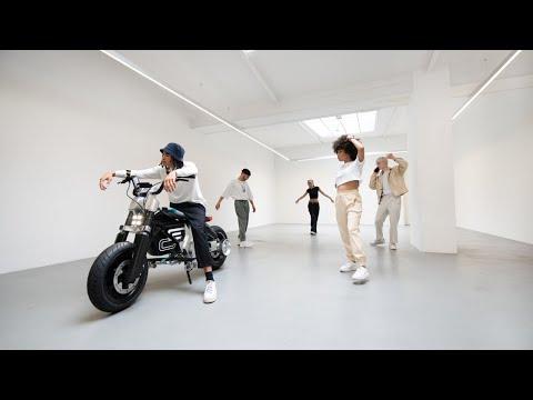 Musique pub BMW Votre liberté sans limite en ville, avec le nouveau BMW Motorrad Concept CE 02    Juillet 2021
