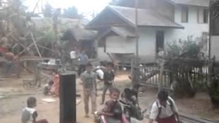 preview picture of video 'Gotong royong masyarakat Bakumpai, KalTeng'