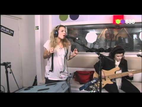 Radio 538: Krystl - Leaving Home (Live bij Evers Staat Op)