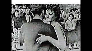 American Bandstand 1957 & 1968 – Blue Christmas, Elvis Presley