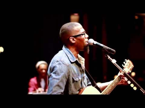 "LEVI STEPHENS LIVE PERFORMING ""WHEN IM RICH"""