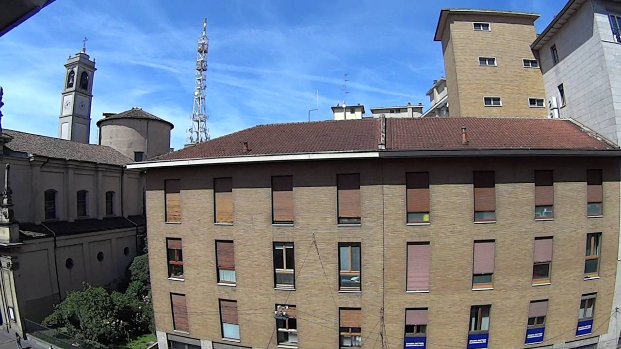3 rooms for rent to women in large apartment with balcony in Navigli, Milan
