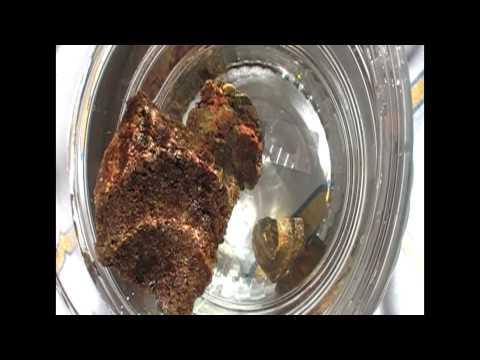 Прополис качественный, а не тонет. Propolis (bee glue) is high-quality but doesn't go down in water.