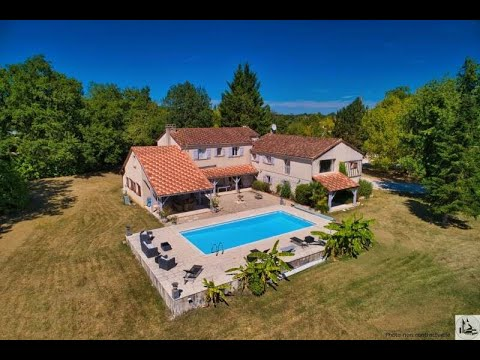 Property in Villeréal, 7 bedrooms, lake, pool.