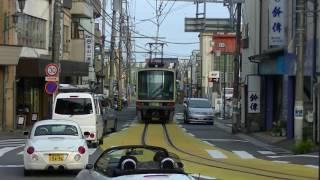 休日日中の江ノ島電鉄線江ノ島~腰越間2013年撮影