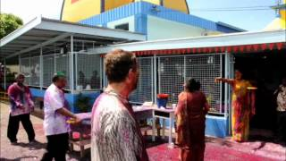 preview picture of video 'Getting Covered in Colored Dye for Holi in the Fijian Islands'