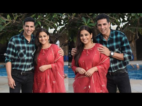 Akshay Kumar and Vidya Balan Together POSE For Med