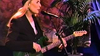 Joni Mitchell - Love Puts On A New Face (Live In-Studio 1995)