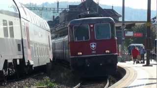 preview picture of video 'Re 4/4 in Brugg mit Interregio nach Zürich'