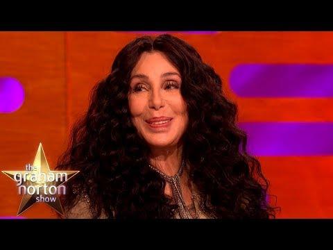 Cher v 11 ve vězení a v 72 opět na turné - The Graham Norton Show