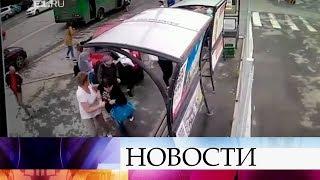 В Екатеринбурге автомобиль на полном ходу въехал в остановку.