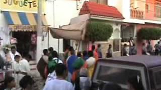 preview picture of video 'Procesion del Santisimo por la Calle Madero.  Purisima de Bustos, Gto.'