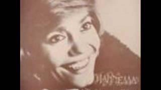 """""""Είμαι εγώ γυναίκα φίνα ντερμπεντέρισσα, που τους άντρες σαν τα ζάρια τους μπεγλέρισα"""", προφητικό τραγούδι της Μαρινέλας. (από Khan, 10/03/11)"""