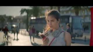 Reklama na Coca-Cola - kdo od tebe dostane pusu?