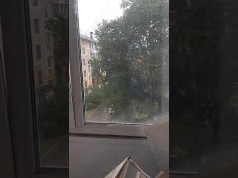 Зима на улице в сентябре. Падает снег в Екатеринбурге. 28 сентября 2019