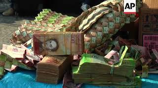 Venezuelans recycle worthless bolivar bills into crafts