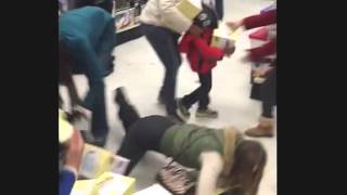 Black Friday 2015 walmart, Best buy, target fights crazy lady steals from KID! black friday 2015