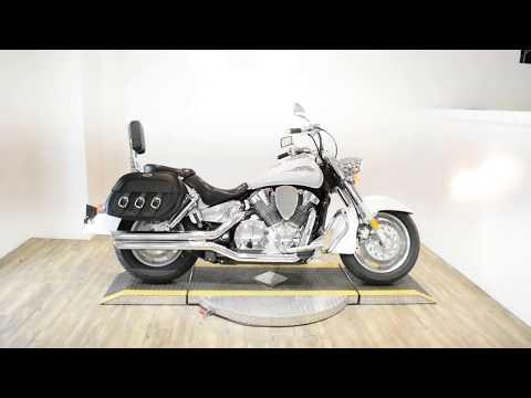 2008 Honda VTX®1300R in Wauconda, Illinois - Video 1