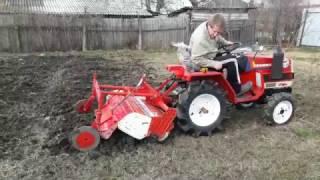Обработка земли мини трактором Yanmar