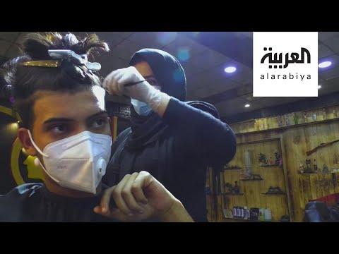 العرب اليوم - شاهد: عراقية تمتهن قصّ شعر الرجال