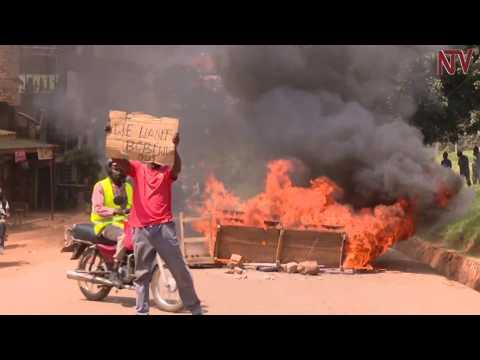 Police battle Bobi Wine supporters in Kamwokya